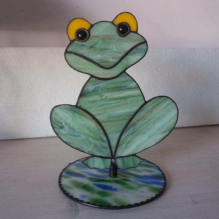 3D Frosch auf  einer Plattform